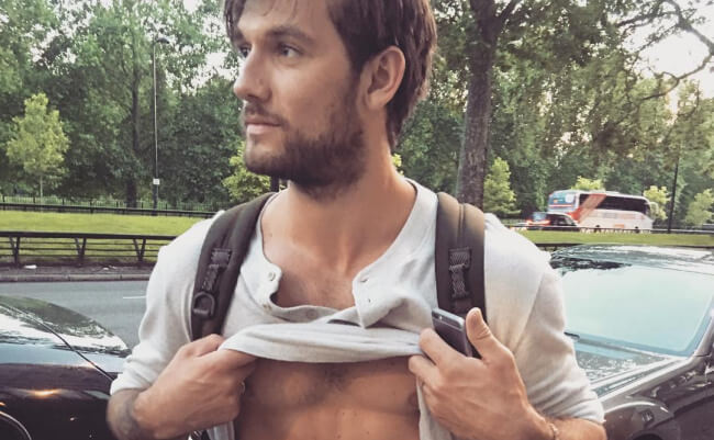 Alex Pettyfer and his new abs - instagram
