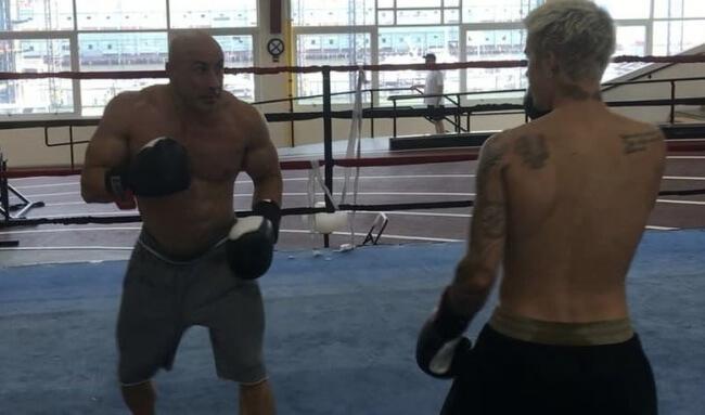Justin Bieber boxing