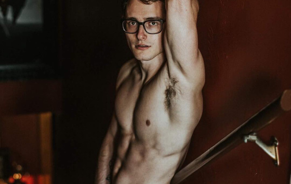 "Zachary Howell, Known As ""The Sexy Harry Potter"", Gets Naked On Instagram"