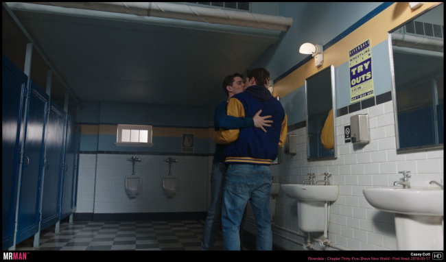 Casey Cott gay kiss riverdale