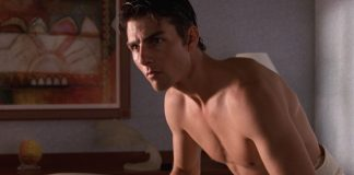 Tom Cruise shirtless jerry meguire
